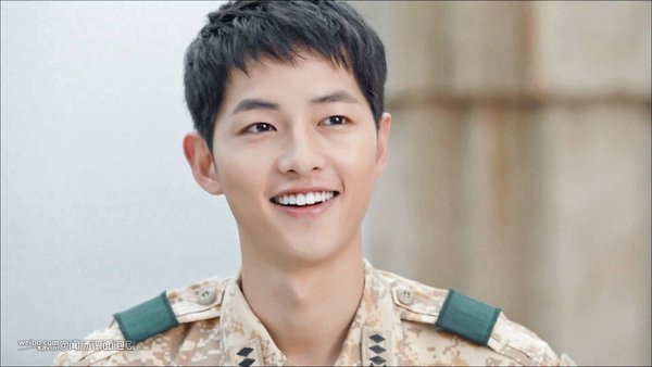 song joong ki doesn t like his lips because he supposes it not sexy however was chosen to be an actor who has best in sungkyukwan scandal movie